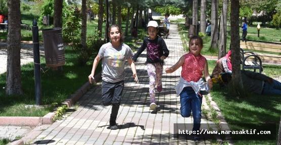 Çocuklar Uzun Aradan Sonra Sokaklarda