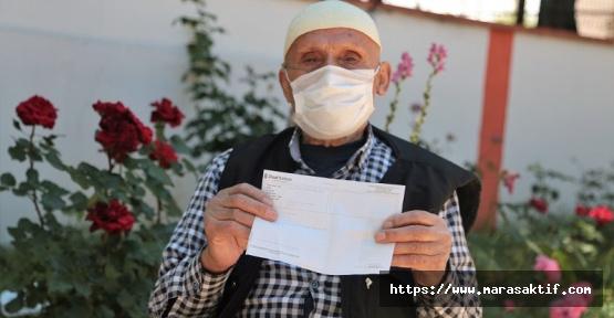 Huzurevi Sakini Bayram İkramiyesini Bağışladı
