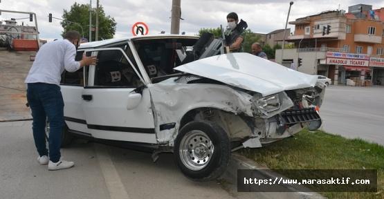 Ambulans İle Otomobil Çarpıştı 6 Yaralı