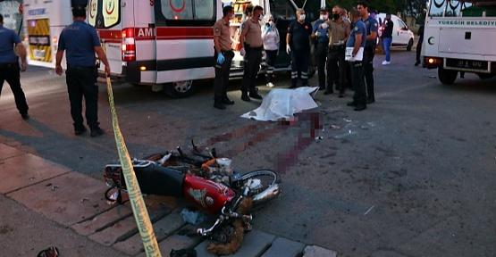 Araçla Motosiklet Çarpıştı 1 Ölü 3 Yaralı