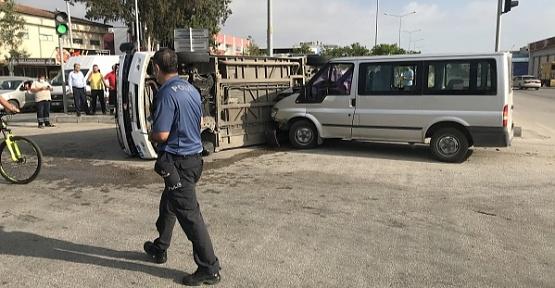 Dolmuşla Minibüs Çarpıştı 5 Yaralı