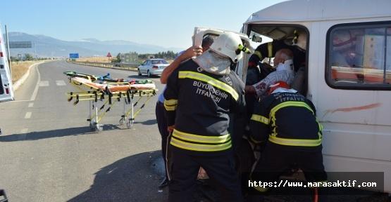 Düğün Minibüsleri Çarpıştı 11 Yaralı