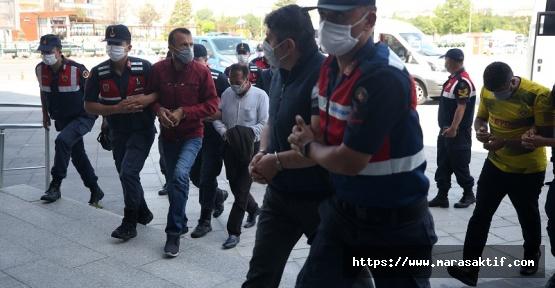 Göçmen Kaçakçısı 21 Kişi Yakalandı
