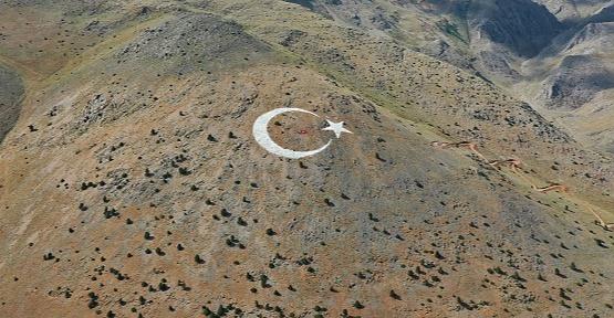 Nurhak Dağı'nda Eşsiz Büyüklükte Türk Bayrağı