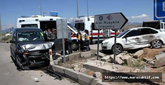 Otomobille Ticari Araç Çarpıştı 4 Yaralı