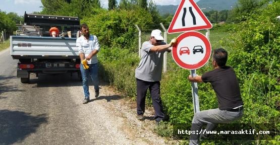 Büyükşehir Trafik İşaret Levhalarını Dikiyor