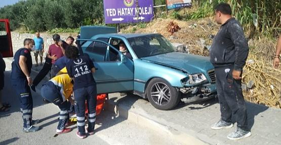 Kaza Yaptığı Otomobilde Sıkıştı