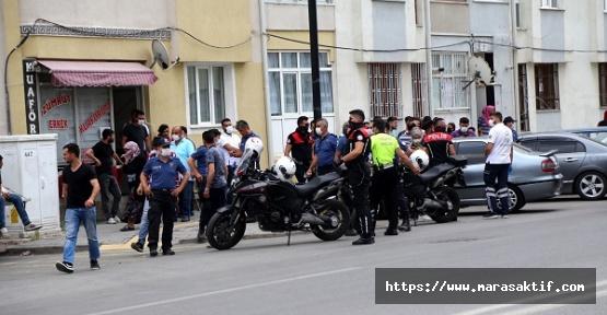 Kazada Yaralanan Oğlu İçin Caddeyi Kapattı