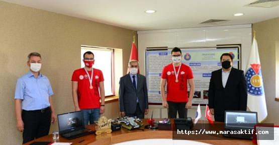 Rektör Türkiye Birincilerini Ödüllendirdi.