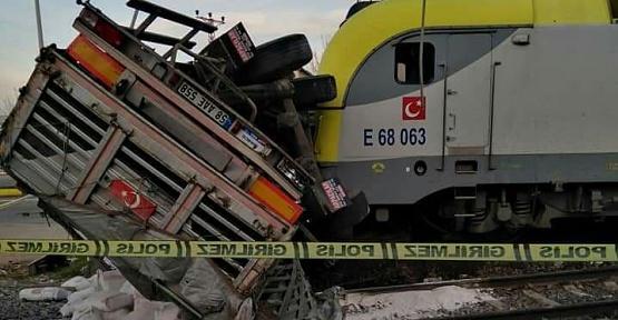 Kahramanmaraş'ta Yük Treni Tıra Çarptı