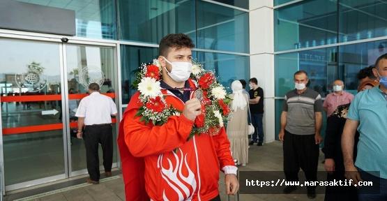 Büyükşehir Sporcuları 5 Madalyayla Döndü