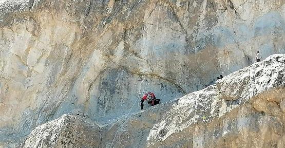 Kayalıklardaki Mahsur Keçiler Kurtarıldı