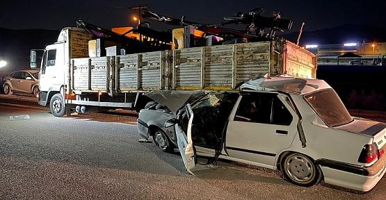 Kamyona Çarpan Sürücü Yaralandı