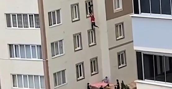 Pencerede Ölüm Kalım Savaşı