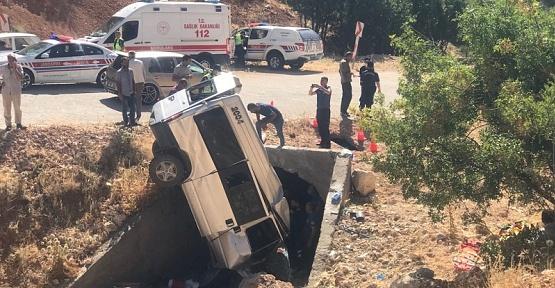 Minibüs Devrildi 2 Ölü 5 Yaralı
