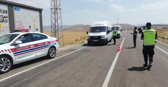 Jandarma Yolcu Servislerini Denetledi