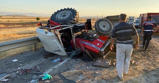 Tır İle Traktör Çarpıştı 3 Yaralı