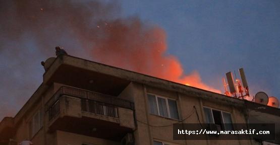 Kahramanmaraş'ta Binanın Çatısı Yandı