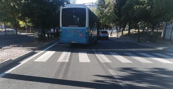 Karşıya Geçen Yayaya Otobüs Çarptı