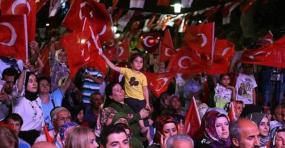 Dulkadiroğlu 15 Bin Bayrak Dağıttı
