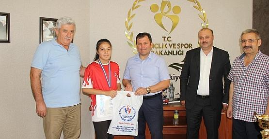 Balkan Şampiyonu, Müdürü Ziyaret Etti