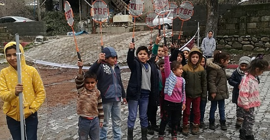 Badminton Takımı Hediye Edildi
