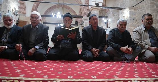 Ziyaretçiler Eshab-ı Kehf'e Akın Ediyor