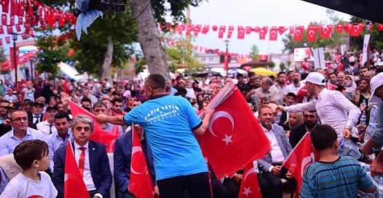 15 Temmuz'da 15 Bin Türk Bayrağı
