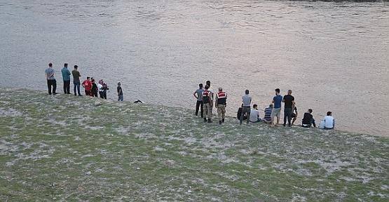 Kılavuzlu Barajına Giren Genç Kayboldu
