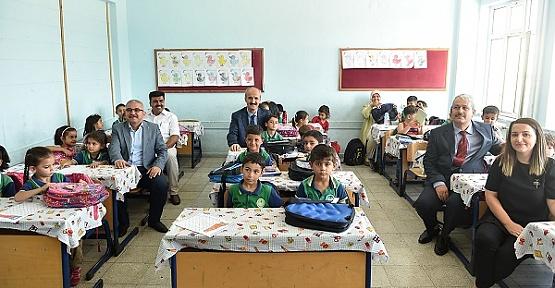 Öğrencilere Okul Eşyası Dağıtıldı