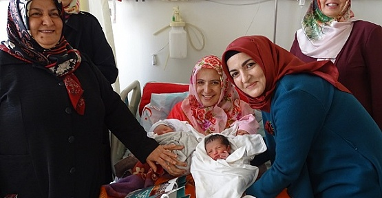 Kandilde Anne ve Bebeklere Ziyaret