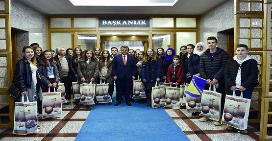Bosnalı Öğrenciler Başkanı Ziyaret Etti
