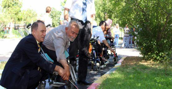 Engelliler Bordür Taşı Boyadı