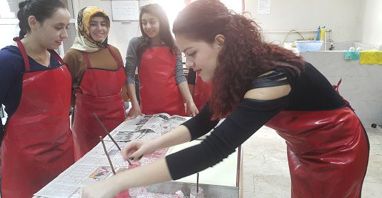 KAMEK'te Yüzlerce Kişiye Eğitim Veriliyor