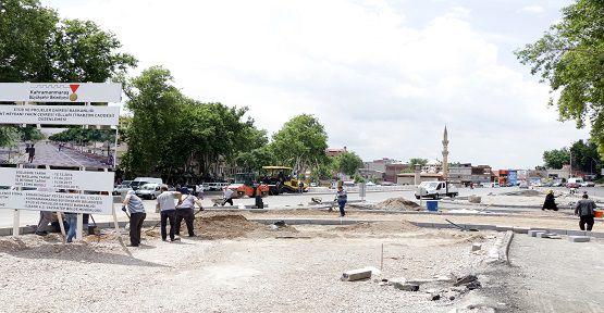 Kıbrıs Meydanı'nda Çalışmalar Sürüyor
