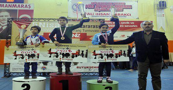 Satranç Şampiyonları Ödüllerini Aldı