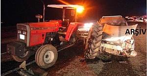 Otomobil Traktöre Çarptı 3 Yaralı