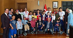 Şampiyonlardan Erkoç'a Ziyaret