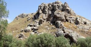Kayıp Gencin Cesedi Kayalıkta Bulundu