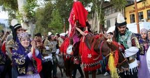 Festivalde Düğün Gösterisi