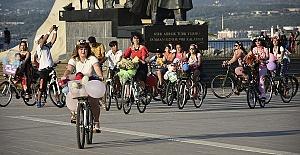 Süslü Kadınlar Bisiklet Turunda