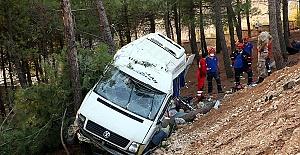Araç Devrildi 1 Ölü 11 Yaralı