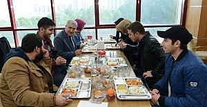 Can, Öğrencileri Yemekte Dinledi