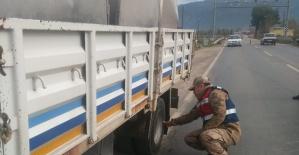 Jandarma Yük AraçlarınıDenetliyor