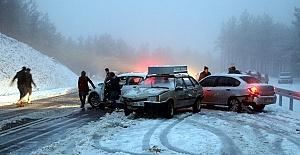 Araçlar Kar Nedeniyle Yolda Kaldı
