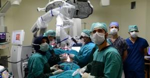 Beyin Cerrahi Mikroskobu Hizmette