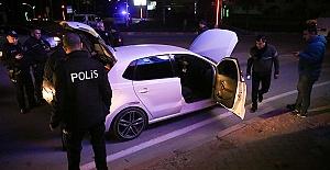 Polisin Üzerine Araç Sürdü