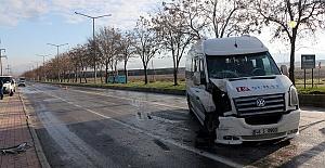 Servisle Otobüs Çarpıştı 8 Yaralı