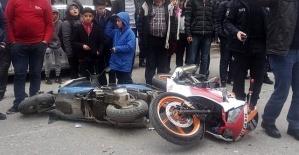 Motosikletler Çarpıştı 3 Yaralı