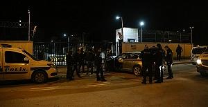 Polisten Kaçarken Emniyete Girdiler